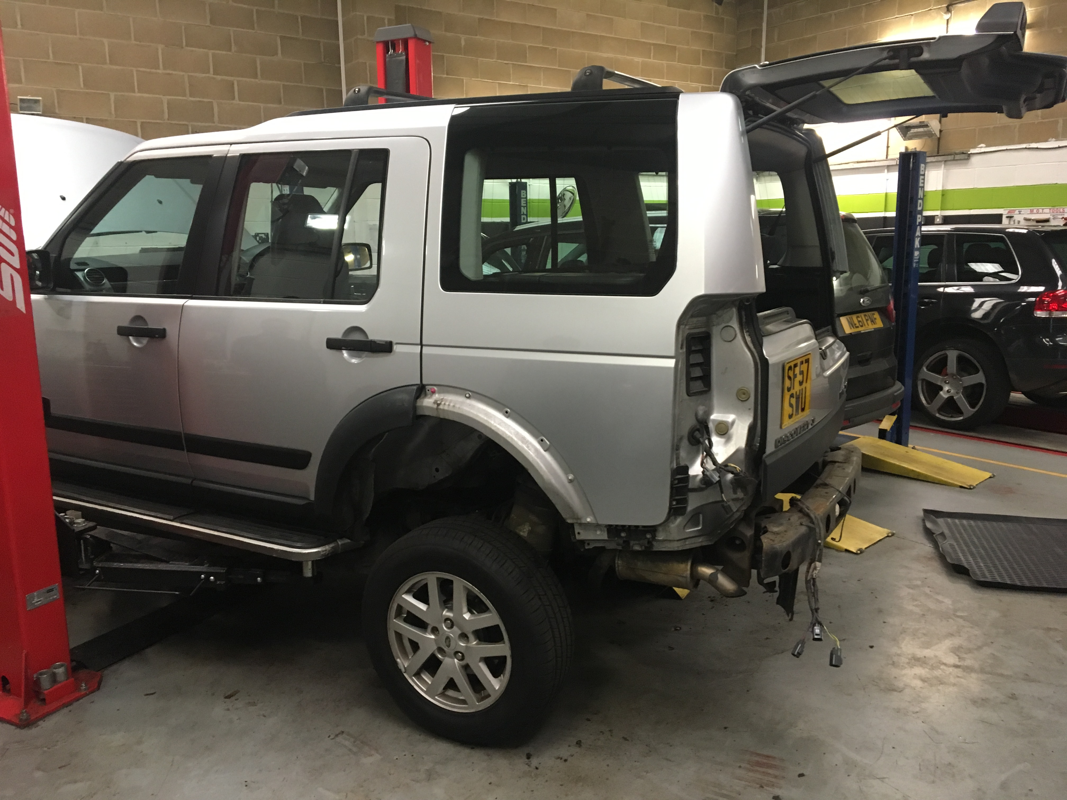 Land rover discovery 3 body removal garage in great for Garage land rover brest